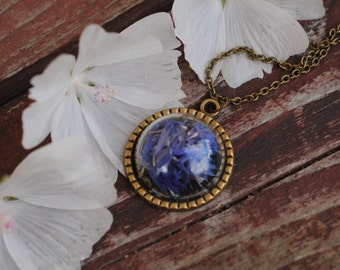 Glass pendant with cornflowers