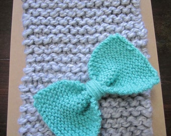 knit bow cowl with interchangeable bow