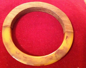 Vintage end of day butterscotch Bakelite and wood bangle bracelet
