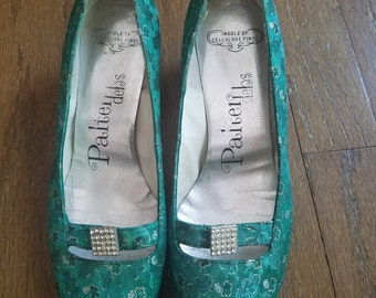 Amazeing emerald green shamrock 60s 50s heels size 6 or 6 and a half narrow