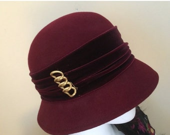 Vintage 50s Toucan Collection Cloche Burgundy Hat with Gold Brooch