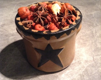 Star crock with unscented natural potpourri. Putka Pods,cinnamon,anise,rose hips,cedar tips and Bananas.