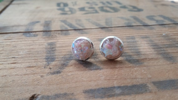 Pink Crushed Stone : Pink quartz crushed stone with luminous shimmer silver metal