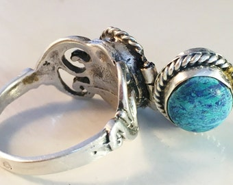 Old Vintage or Antique Silver Ring with hidden compartment. Poison Ring / Scent / Hair Ring. Turquoise