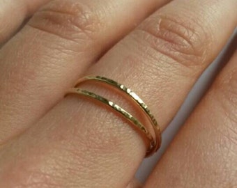 Gold fine and modern hammered ring with 2 interlace rings