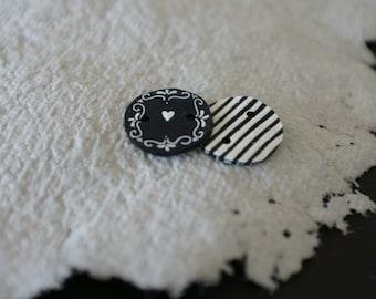 Set of four decorative buttons