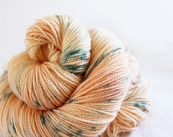 Garden Rose - Gosling - 80/10/10 superwash merino/ cashmere/ nylon sock yarn