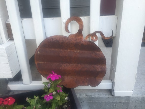 Rusty Fall Pumpkin Decor- great for indoor or outdoor decorations
