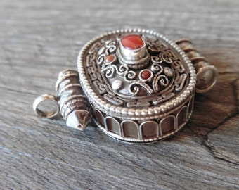 Ghao pendant box Tibetan in 925 sterling silver
