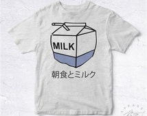 NEW Tee Shirt Milk Box Straw Japan BIO HANDMADE Asia Japon Box Logo Supreme Obey Red Translate China Kawaii Tokyo Chill Sloth Nap Teen Manga