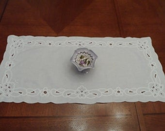 Richelieu Table Runner, Coffee Table Cloth, Vintage Table Runner, French  Table Runner