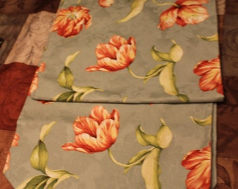 Table Runner/Green with Flowers