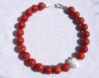 Coral necklaces - präsentativ and striking