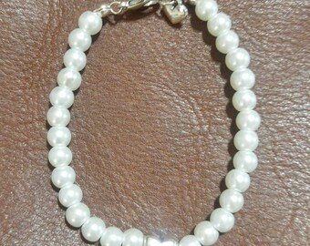 Antique silver heart and pearl beaded bracelet