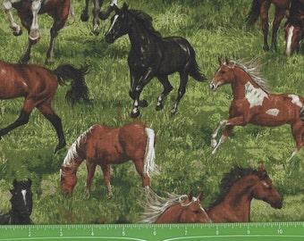Run Free Horses in Grass, Fabri Quilt