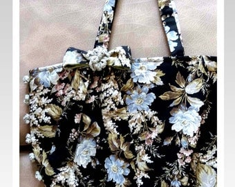 Hand-sewn bag-Madam Sarah J - Flower bag-black/Fabric bag/Tote bag/Fabric handbag/Art bag/Shoulder Bag  Japanese quilting Cotton Fabric