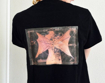 T shirt with wings on the back, alto, alternative, gothic, fantasy, emo, alternative t-shirt with wings on the back