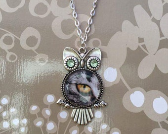 Owl, cat eye cabochon/magnifying glass necklace