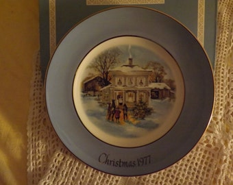 Avon Christmas Collector Plate ~ 1977