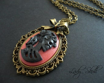 Skull cameo necklace - Black and red on bronze