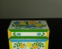 1950's Vintage Syndicate Mfg. Co. Floral Design Metal Recipe Box with recipe cards