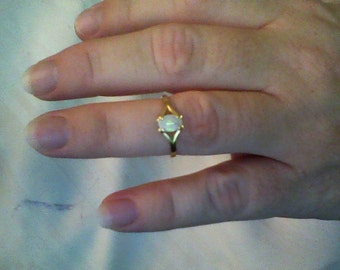 14k solid Gold Opal ring
