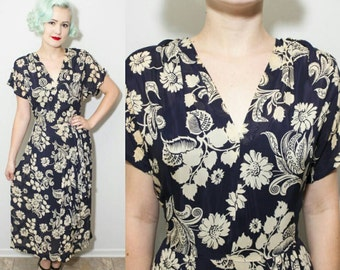 Vintage 1940's Sheer Navy Blue and Tan Floral Print Rayon V-Neck Dress | Size XL W 32""