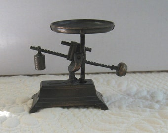 Vintage Metal Miniature SCALE PENCIL SHARPENER Play Me #967 Made In Spain Very Good Cond.