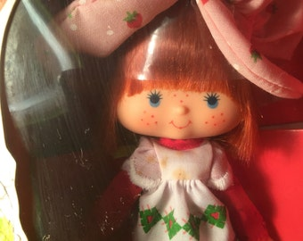 Strawberry Shortcake Doll 1980 (non flat hands) Mint in Box Vintage 1980s