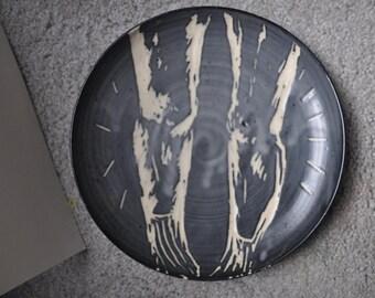 Legs Sgraffito Plate