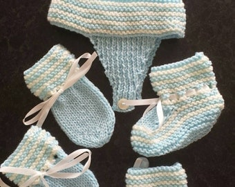 Hat mittens and bootie set 0-3 months