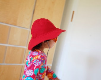 Red kids hat, collapsible