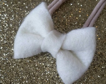 Cream bow