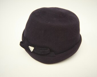 VINTAGE | Navy Wool Hat with Two Rhinestone Details