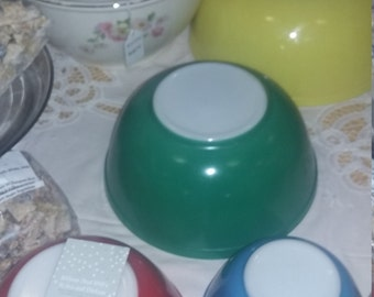 Iconic Primary Colored Mixing bowl set 50's