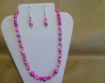 242 Bohemian Style Fuchsia and Pale Pink Miracle Glass Beaded Necklace