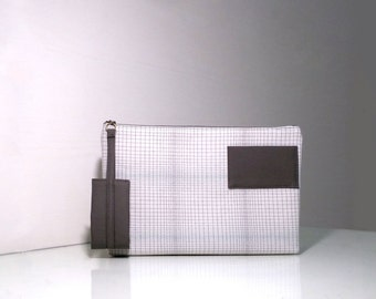 Minimalist and Simple Line Pattern Clutch