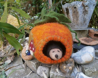 small pumpkin with Hedgehog, felt pumpkin, hedgehog, Halloween, Unikatenr, felt Hedgehog, spirit, Ghost