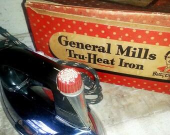 Vintage 1940's Betty Crocker General Mills Tru-Heat Iron - Original Box - Vintage Iron