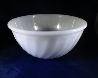 FireKing Swirl Mixing Bowl, Milkglass, No. 5, Anchor Hocking, Fire King Mixing Bowl, White Bowl