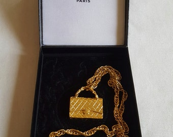 Authentic and Rare Chanel necklace representing the mythical bag of home Couture Chanel in its box.