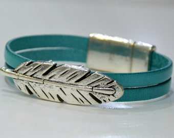 Feather silver leather bracelet