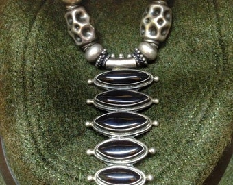 silver And The black agate Necklace