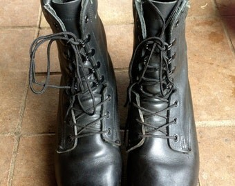 Vintage Grunge black leather combat boots // Black leather lace up ankle boots // Burning Man // Men's 8 // Women's 10.5