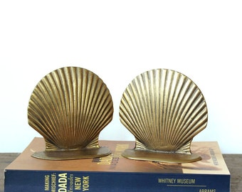 vintage brass seashell bookends . set of 2 solid brass clamshell bookends . brass shell bookends . nautical beach home decor