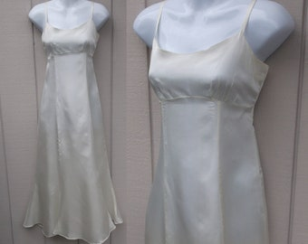 Vintage 70s does 40s White Acetate Celanese Taffeta Full Dress Slip // 34 Bust