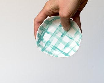 Ceramic bowl, made from porcelain and handpainted with a light green grid pattern