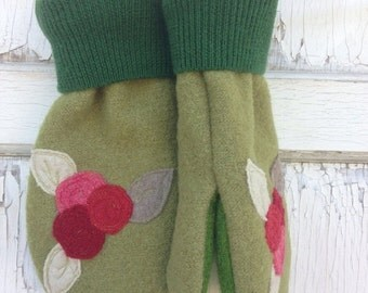 30% OFF SUPER SALE- Felted Wool Mittens- Holly Berries-Christmas-Green Mittens