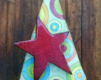 christmas cheer...pin...funky retro tree with red star