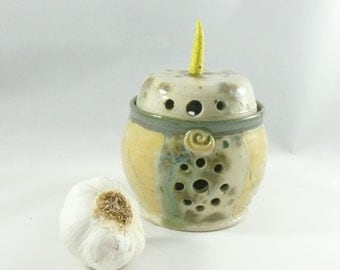 Garlic Holder  / Ceramic Storage Jar  / Garlic Keeper holds 3-4 large garlic bulbs / G19